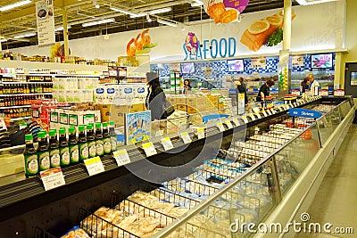 Zamarznięty jedzenie przy supermarketem Fotografia Editorial