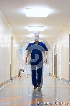 Zamazujący w ruch lekarce