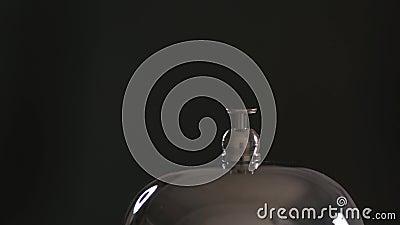 Zamknięcie połączenia do głównego biurka hotelu Mężczyźni naciskają dzwonek zbiory