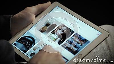 Zamyka up Ebay strona internetowa na ipad ekranie zbiory wideo