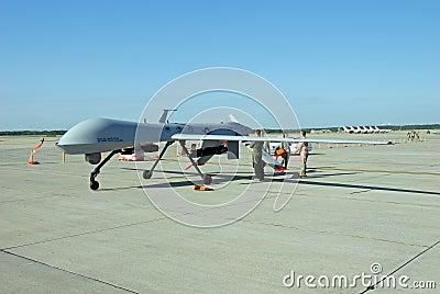 Zangão MQ-1 predador no indicador Imagem Editorial