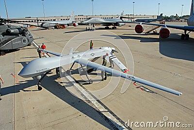 Zangão MQ-1 predador no indicador Fotografia Editorial