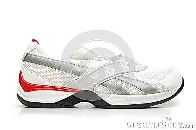 Zapato del deporte aislado