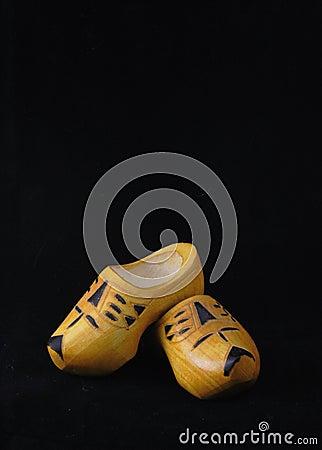 Zapatos de madera amarillos de los Países Bajos