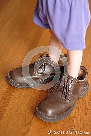 Zapatos grandes a llenar
