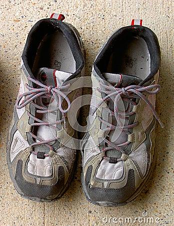 Zapatos usados del deporte