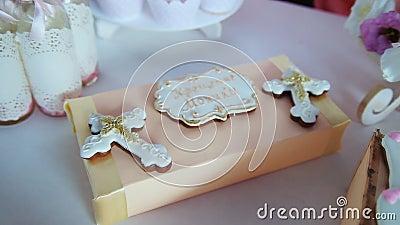 Zasycha dla pierwszy świętego communion z krzyżem na białym tle zbiory