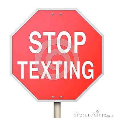 Zatrzymuje Texting Czerwonego Drogowego znaka niebezpieczeństwa teksta Ostrzegawczego jeżdżenie