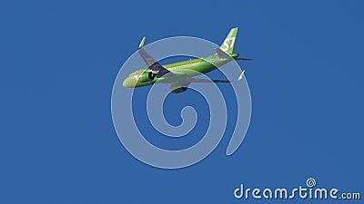 Zbliża się S7 Airbus A320 zbiory wideo