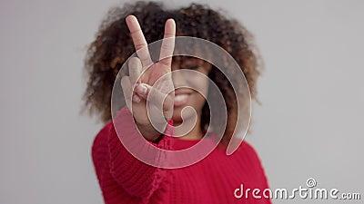Zbliżenie kobiety ręki obliczenie od 3 1 zdjęcie wideo