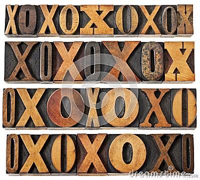 Zeichen O und X im hölzernen Typen