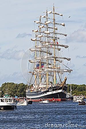 Zeil Amsterdam 2010 - paradeer zeil-binnen Redactionele Afbeelding