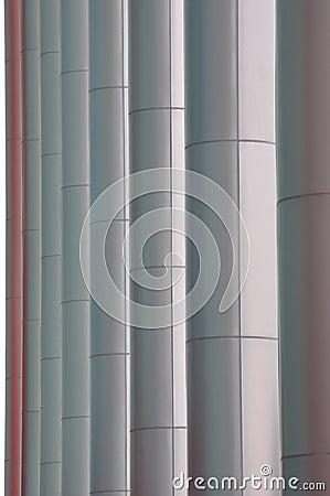 Zeile des Pols des modernen Gebäudes