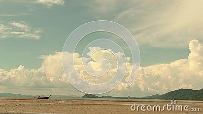 Zeitraffer Cumulonimbus Wolke und Landschaft des Meeres Südthailand, Phang Nga, Koh Yao Yai stock video footage