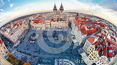 Zeitraffer der Wanderung auf dem Altstädter Ring, Prag, Tschechische Republik stock video