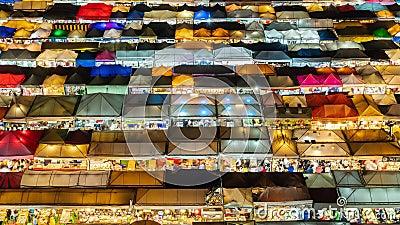 Zeitraffer Tag bis Nacht: Nachtmarkt in Bangkok stock video