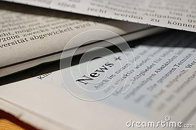 Zeitungen mit Wort Nachrichten