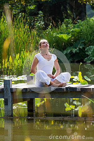 Free Zen 20s Blond Girl Breathing, Water Environment Stock Photography - 59170802