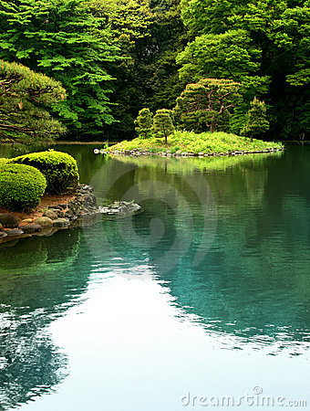 Free Zen Lake In A Tokyo Garden Stock Images - 6239514
