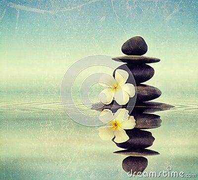 Free Zen Stones With Frangipani Royalty Free Stock Images - 39629199