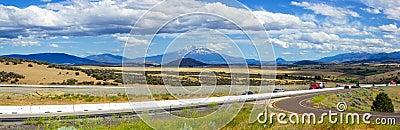Zet Shasta-valleipanorama, Noord-Californië, de V.S. op