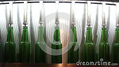 Zielone butelki na pasie produkcyjnym HD zbiory