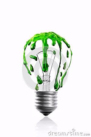 Zielonego koloru obcieknięcie na żarówce