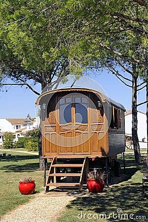 Zigeunerwohnwagen benutzt als dekoration stockfoto bild Dekoration frankreich