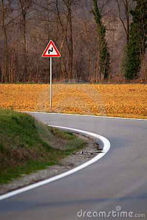Zigzag sign on road bend
