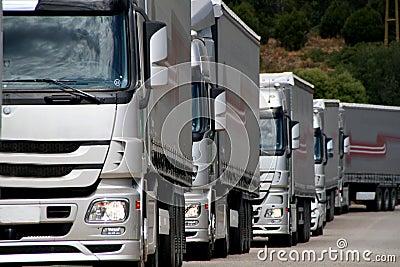 Zilveren vrachtwagens
