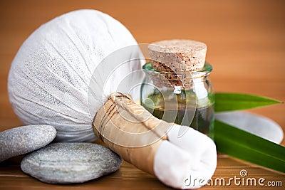 Ziołowy kompresu masaż