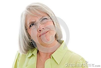 Zmieszana dojrzała kobieta