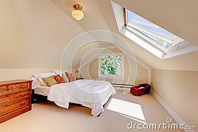 Zolder moderne slaapkamer met wit bed en dakraam stock for 3d planner zolder