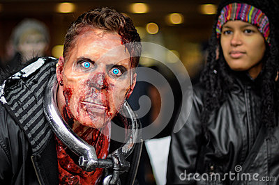Περίπατος Zombie Εκδοτική Στοκ Εικόνες
