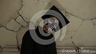 Zombie dello studente dell'interno stock footage