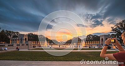 Zomer van de het Waterfontein van Washington Monument View From WO.II de Herdenkings stock video