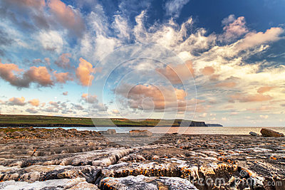 Zonsopgang in de Atlantische Oceaan in Doolin