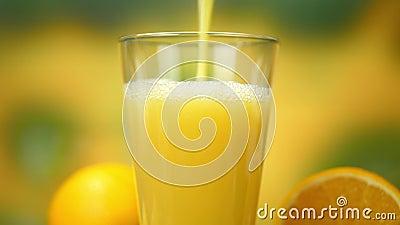Zrób domowy sok pomarańczowy z szklaną zdjęcie wideo