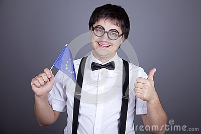 Zrzeszeniowi Europejczyków mężczyzna chorągwiani śmieszni target825_0_