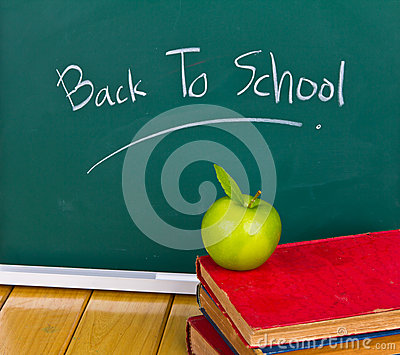 Zurück zu der Schule geschrieben auf Tafel.