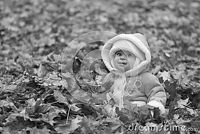 Zwart-witte grijnzende baby
