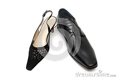 Zwarte mannelijke schoen en vrouwelijke schoen