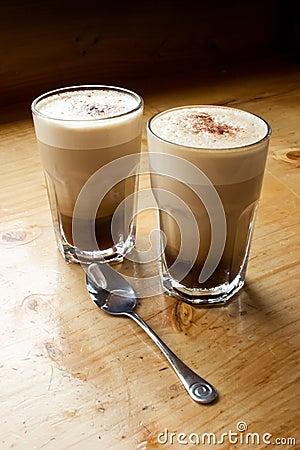 Zwei Kaffee und ein Löffel