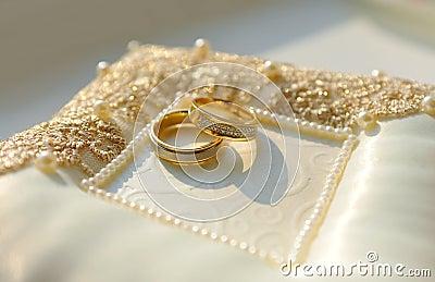goldene ringe mit diamanten