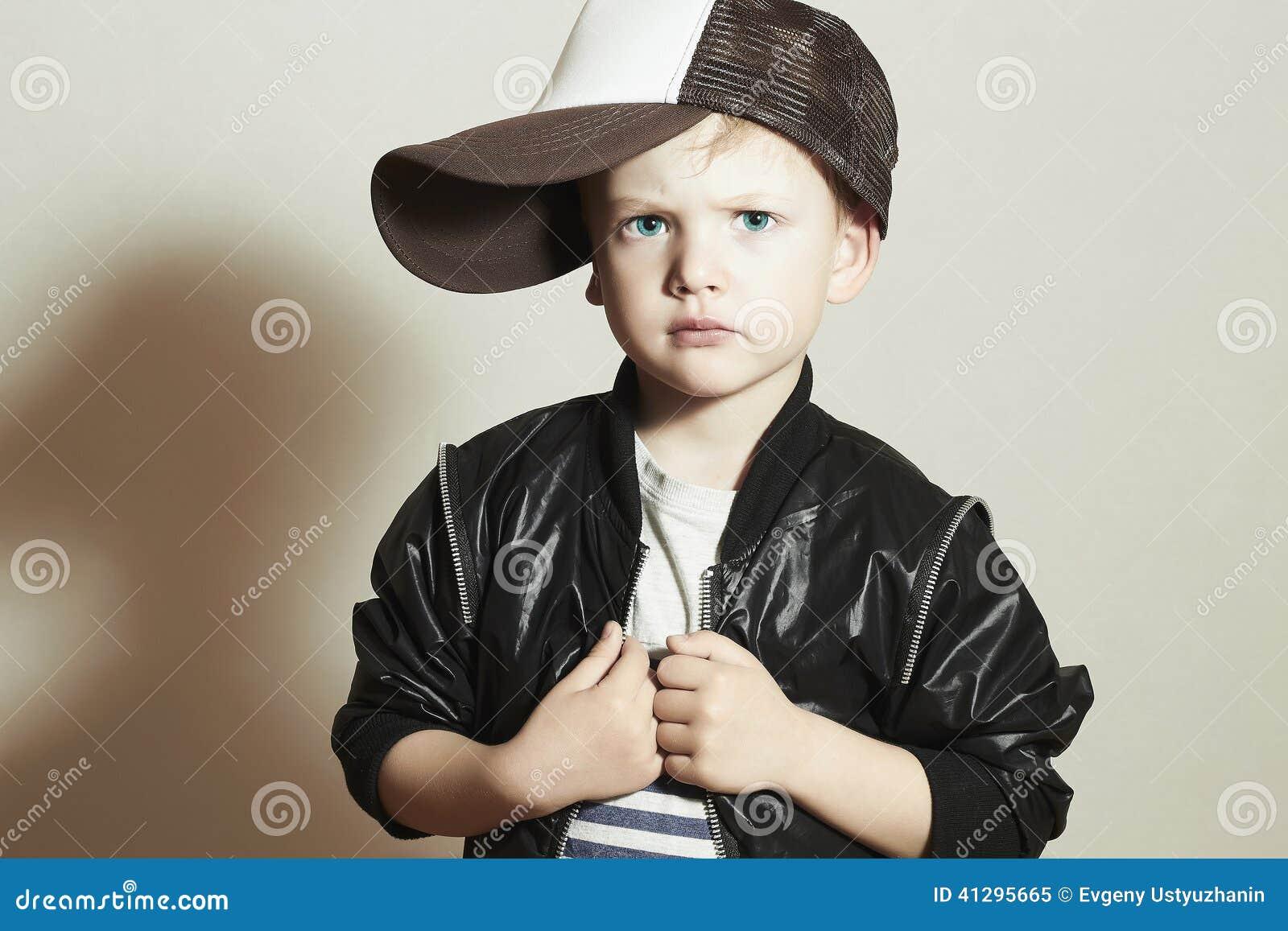 Модный ребенок стильный мальчик в крышке отслежывателя Fashion Children