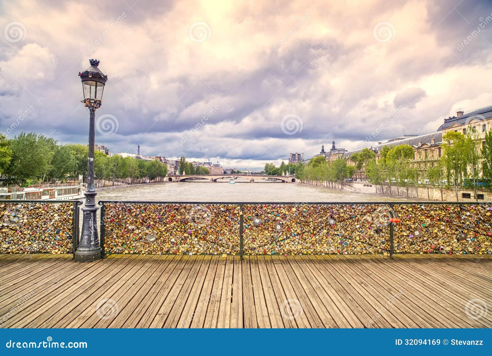 塞纳河挂锁在巴黎