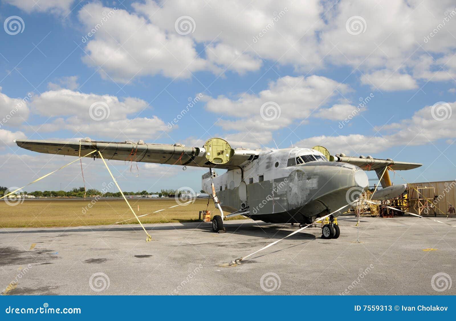 被放弃的水上飞机 库存照片