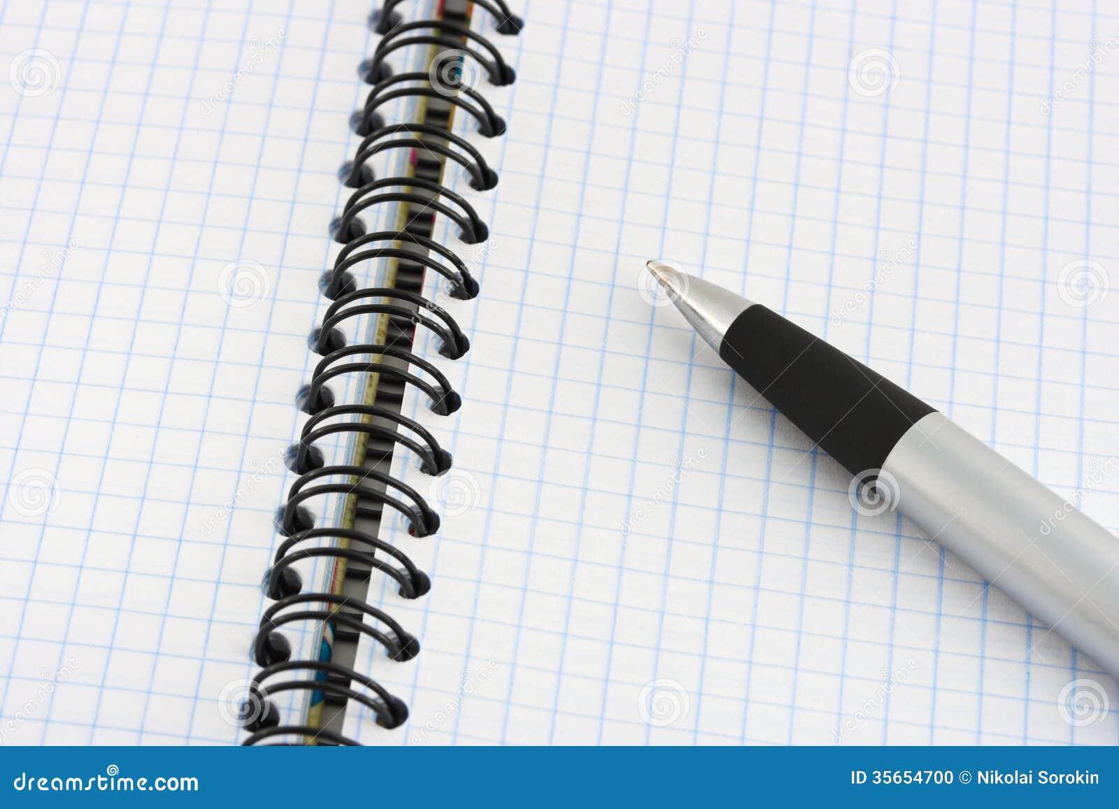 笔和笔记本-教育背景