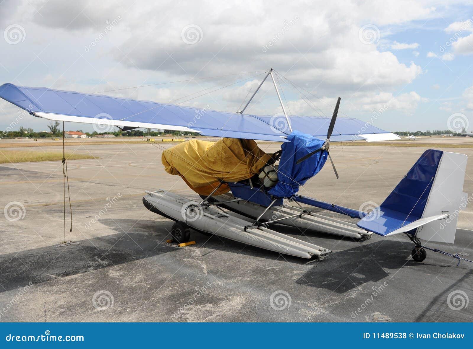超轻型的飞机 免版税库存照片
