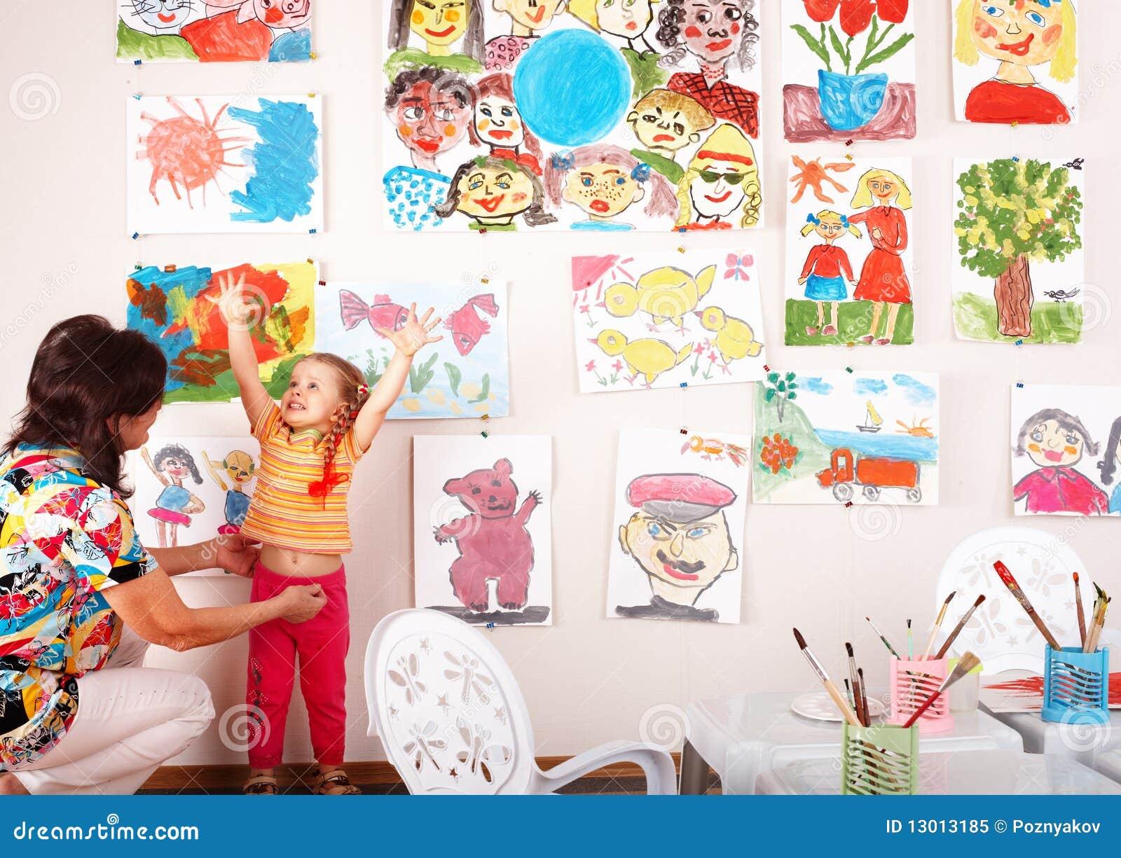 儿童凹道绘游戏室教师